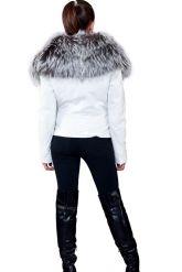 Белая куртка с воротником из чернобурки. Фото 2.