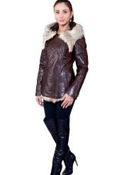 Удлиненная куртка коричневого цвета. Фото 1.