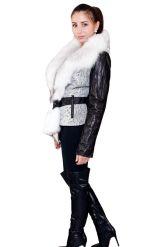 Комбинированная курточка с белым воротником. Фото 3.