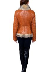 Стеганая куртка с отделкой из меха аргентинской лисы. Фото 2.