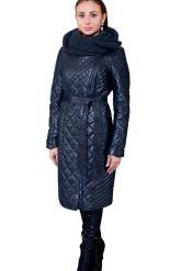 Стеганное пальто с капюшоном глубоко-синего цвета. Фото 6.