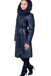 Стеганное пальто с капюшоном глубоко-синего цвета. Фото 8.