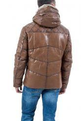 Мужской кожаный пуховик коричневого цвета. Фото 3.