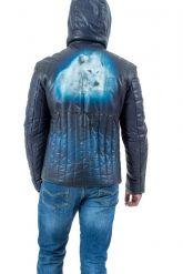 Мужской кожаный пуховик с принтом синего цвета. Фото 2.