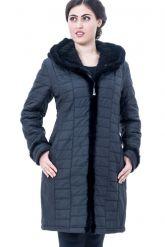 Классическое теплое пальто с отстегивающимся капюшоном из вязанной норки. Фото 1.