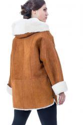 Женская дубленка свободного стиля с капюшоном. Фото 2.