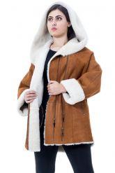 Женская дубленка свободного стиля с капюшоном. Фото 3.
