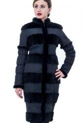 Приталенное пальто с отстегивающимися рукавами. Фото 1.
