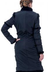 Приталенное пальто с отстегивающимися рукавами. Фото 2.
