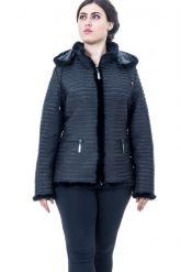 Куртка черного цвета с отстегивающимся капюшоном. Фото 1.