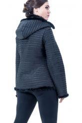 Куртка черного цвета с отстегивающимся капюшоном. Фото 2.