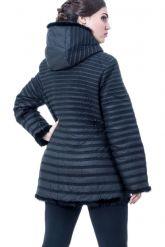 Приталенная куртка черного цвета. Фото 2.
