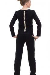 Молодежный костюм черного цвета со стразами. Фото 2.