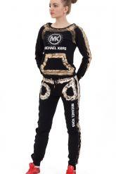 Молодежный стильный спортивный костюм черного цвета с золотым рисунком. Фото 1.