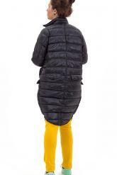 Модный облегченный пуховик черного цвета. Фото 3.