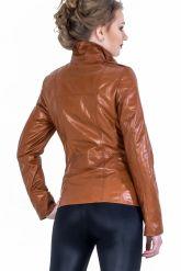 Кожаная куртка на молнии рыжего цвета. Фото 2.