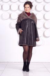 Женская дубленка большого размера с капюшоном. Фото 1.