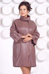 Модный кожаный плащ свободного кроя. Фото 3.