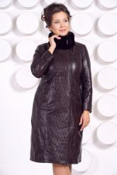 Стильное кожаное пальто больших размеров. Фото 3.