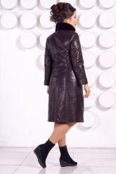 Стильное кожаное пальто больших размеров. Фото 4.