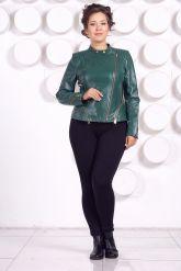 Весенняя кожаная куртка больших размеров зеленого цвета. Фото 1.