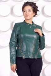 Весенняя кожаная куртка больших размеров зеленого цвета. Фото 2.