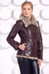 Стильная кожаная куртка с мехом коричневого цвета. Фото 3.