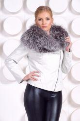 Белая куртка с воротником из чернобурки. Фото 5.