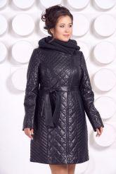 Стеганное пальто с капюшоном глубоко-синего цвета. Фото 2.