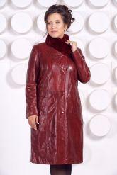 Кожаное пальто больших размеров красного цвета. Фото 1.
