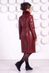Кожаное пальто больших размеров красного цвета. Фото 4.