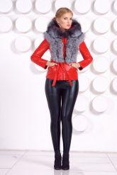 Зимняя меховая куртка трансформер красного цвета. Фото 4.