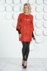 Красный кожаный плащ с коротким рукавом. Фото 1.