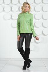 Кожаная куртка салатового цвета на молнии. Фото 1.
