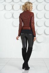 Молодежная кожаная куртка бордового цвета. Фото 4.