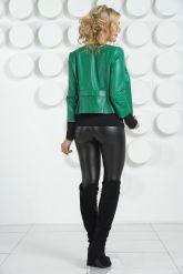 Модная кожаная куртка изумрудного цвета. Фото 4.