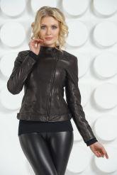 Кожаная молодежная куртка черного цвета. Фото 3.