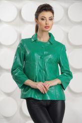 Модная женская куртка зеленого цвета. Фото 3.