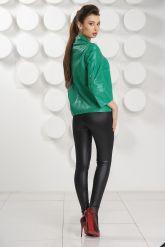 Модная женская куртка зеленого цвета. Фото 4.