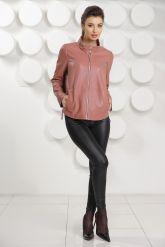 Женский кожаный бомбер цвета пудры. Фото 1.