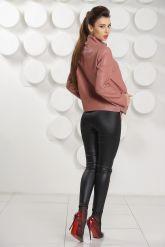 Женский кожаный бомбер цвета пудры. Фото 3.