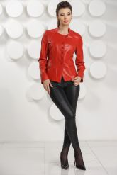 Красная кожаная курточка. Фото 1.