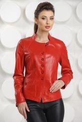 Красная кожаная курточка. Фото 2.