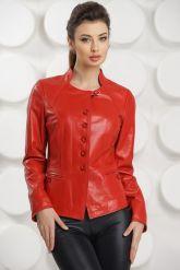 Красная кожаная курточка. Фото 3.