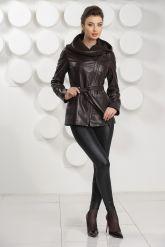 Удлиненная кожаная куртка косуха с трикотажным капюшоном. Фото 1.