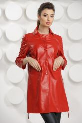 Красный кожаный плащ на пуговицах. Фото 2.