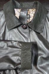 Длинный трапециевидный кожаный плащ больших размеров. Фото 2.