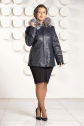 Приталенная кожаная куртка больших размеров с мехом. Фото 1.