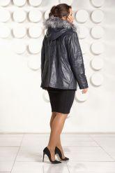 Приталенная кожаная куртка больших размеров с мехом. Фото 5.