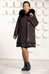 Трапециевидное замшевое пальто. Фото 1.